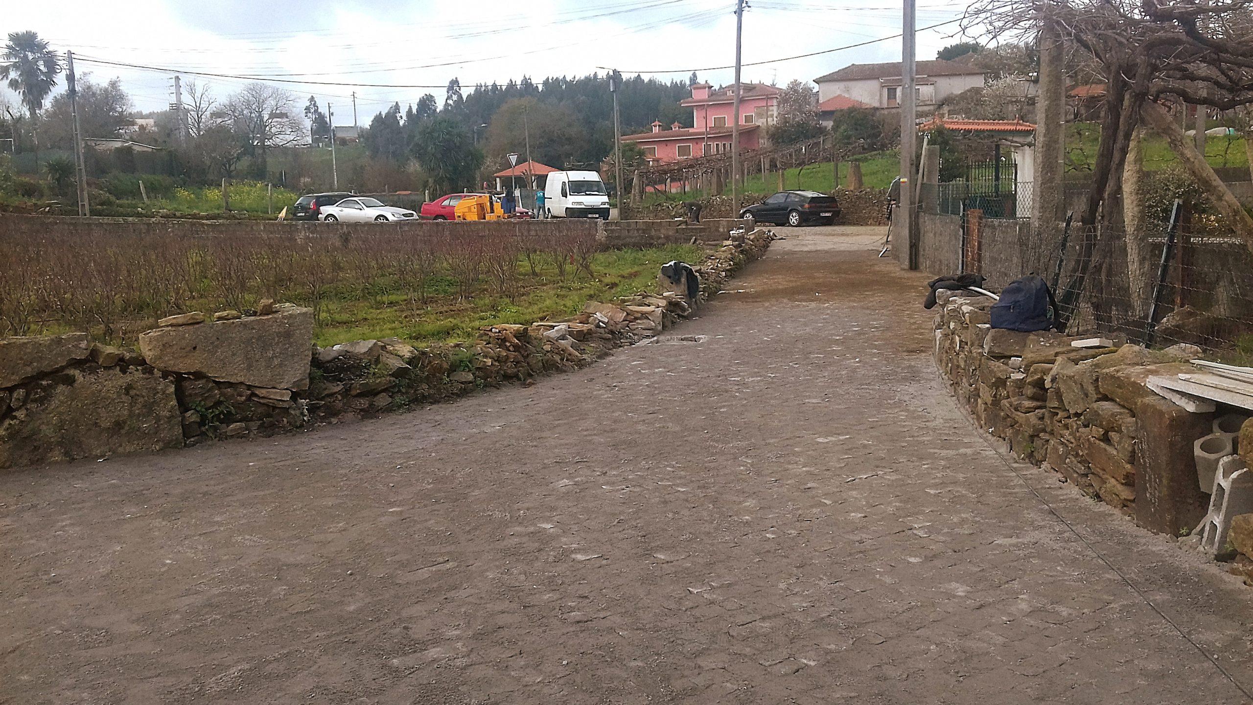 Obras Rua do Barreiro, em Água Longa